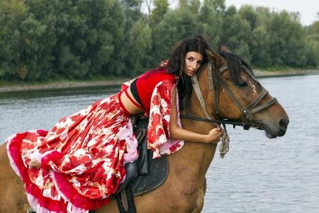 zigeunerin: M�dchen auf einem Pferd Lizenzfreie Bilder