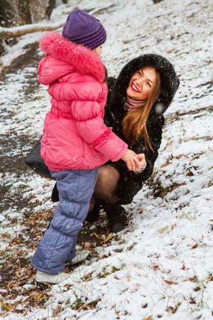 通信のママと若い娘 写真素材