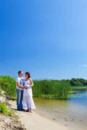 川の近く休んでカップル 写真素材