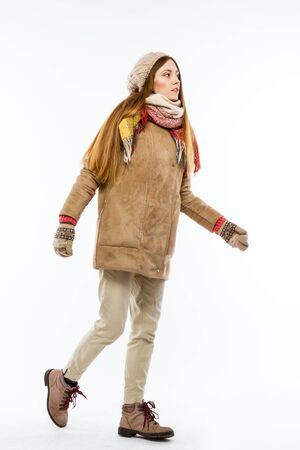 ropa de invierno: Chica en ropa de invierno. Foto de archivo