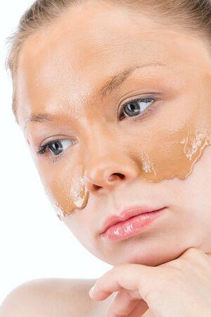 cremas faciales: Mujer con cremas faciales Foto de archivo
