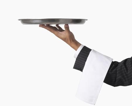 trays: camarero o un servidor aislado en blanco
