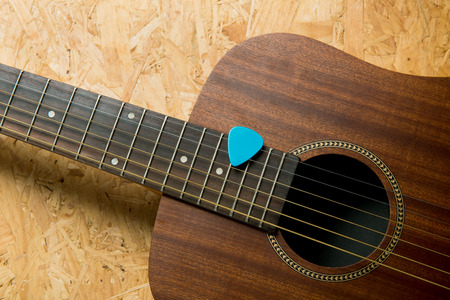 bluegrass: Acoustic guitar with pick