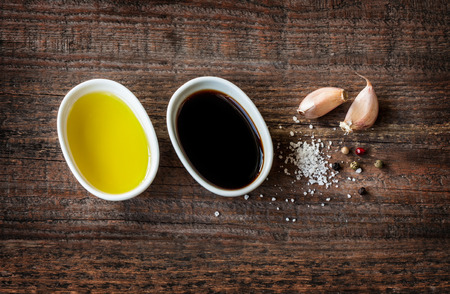 aceite de cocina: Vinaigrette or french dressing recipe ingredients on vintage wood background.