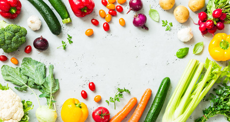 Kitchen - fresh colorful organic vegetables captured from above (top view, flat lay). Grey stone worktop as background. Layout with free text (copy) space. Foto de archivo