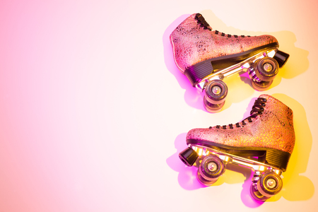 Retro pink glittery roller skates - poster layout design. Colorful (multicolor tonal transitions) background with free text (copy) space. Zdjęcie Seryjne - 92794692