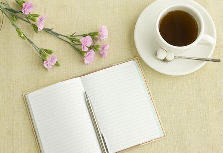 tarde de cafe: Nota y t�  Foto de archivo