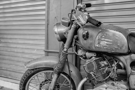 포도 수확: 빈티지 오토바이.