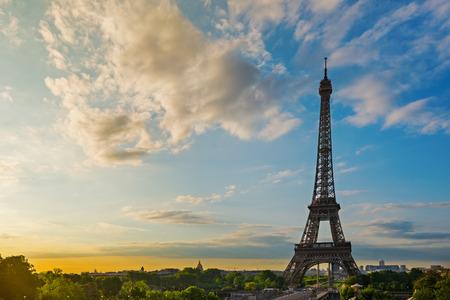 Tour Eiffel au soleil Paris, France Banque d'images - 29676450