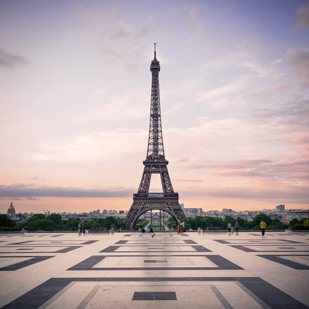 Trocadero en de Eiffeltoren bij zonneschijn Parijs, Frankrijk