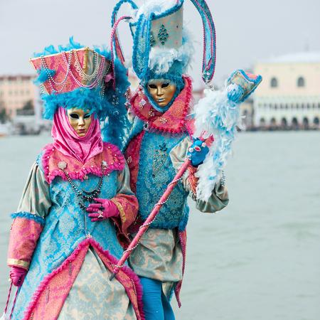 Carnaval van Venetië, prachtige maskers op St George Island Redactioneel
