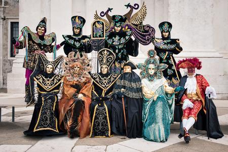 Carnaval van Venetië, prachtige groep van maskers op St George Island