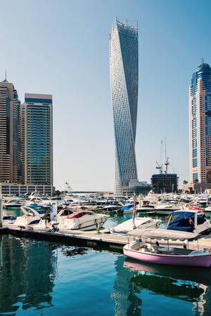 DUBAI, Émirats Arabes Unis - 27 mars 2014 Un horizon vue panoramique de Dubaï Marina Banque d'images - 29853400