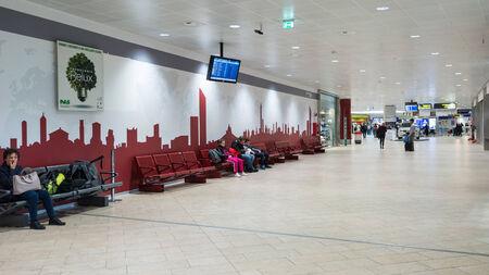 Bologne, Italie - 26 mars 2014 Vue de l'intérieur de l'aéroport de Bologne Banque d'images - 29853409