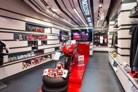 Bologne, Italie - 26 mars 2014 la boutique Ducati à l'aéroport de Bologne Banque d'images - 29853412