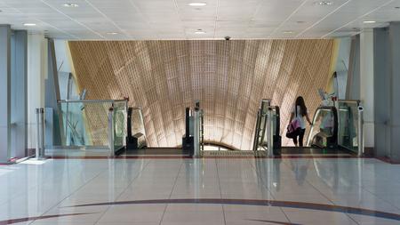 DUBAI, Verenigde Arabische Emiraten - 27 maart 2014 Jumeirah Lakes Toren metrostation