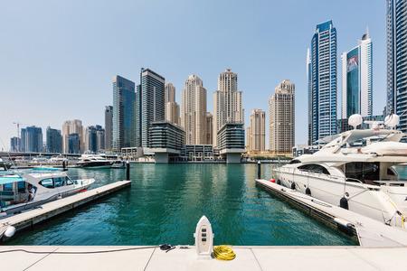 DUBAI, Émirats Arabes Unis - 27 mars 2014 Un horizon vue panoramique de Dubaï Marina Banque d'images - 29853437