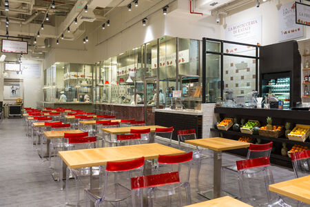 DUBAI, Émirats Arabes Unis - 29 mars 2014 Vue de l'intérieur du magasin Eataly intérieur de Dubai Mall Banque d'images - 29879612