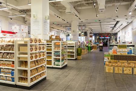 DUBAI, Émirats Arabes Unis - 29 mars 2014 Vue intérieure du magasin Eataly l'intérieur Dubai Mall Banque d'images - 29879614