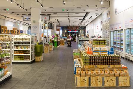 DUBAI, Émirats Arabes Unis - 29 mars 2014 Vue intérieure du magasin Eataly l'intérieur de Dubai Mall Banque d'images - 29879615