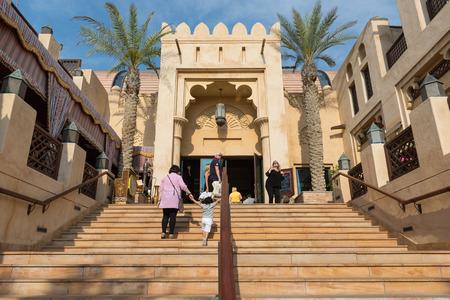 DUBAI, Émirats Arabes Unis - 29 mars 2014 Vue du Souk Madinat Jumeirah Banque d'images - 29879623