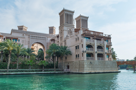 DUBAI, Émirats Arabes Unis - 29 mars 2014 Vue du Souk Madinat Jumeirah Banque d'images - 29879625