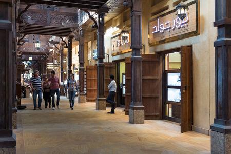 DUBAI, Émirats Arabes Unis - 29 mars 2014 Vue intérieure du Souk Madinat Jumeirah Banque d'images - 29879627