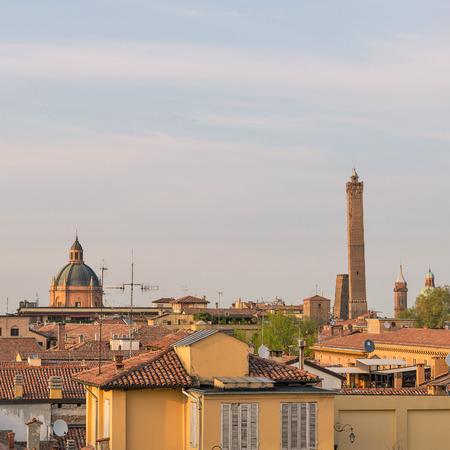Vue panoramique sur les toits de Bologne au coucher du soleil Banque d'images - 29882997