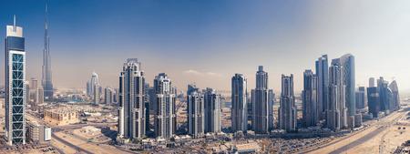 DUBAI, Émirats Arabes Unis - 28 mars 2014 Vue panoramique de la tour Burj Khalifa Banque d'images - 29886676