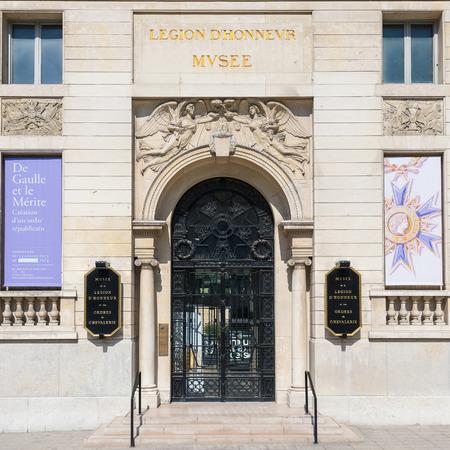 PARIJS, FRANKRIJK - 17 mei 2014: Het Musée national de la Legion d'Honneur. Het toont een geschiedenis van onderscheidingen, medailles, decoraties en ridderorden van Lodewijk XI tot heden Frankrijk. Redactioneel