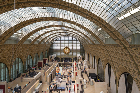 PARIS, FRANCE - MAY 17, 2014: Visitors in the Musee dOrsay. Opened in 1986, it houses the largest collection of impressionist and post-impressionist masterpieces in the world. Redactioneel