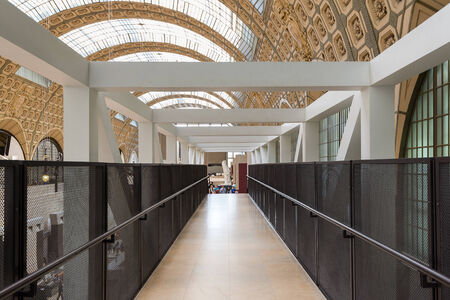 PARIS, FRANCE - MAY 17, 2014: Inside the Musee d'Orsay. Opened in 1986, it houses the largest collection of impressionist and post-impressionist masterpieces in the world. Éditoriale