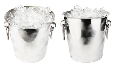 cubo de hielo aislados sobre fondo blanco