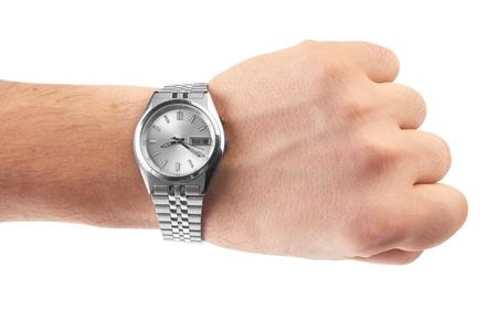 mans watch: ver en la mano del hombre `s en el fondo blanco