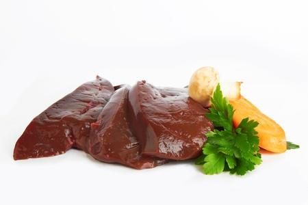 verse en rauwe lever op een witte achtergrond Stockfoto