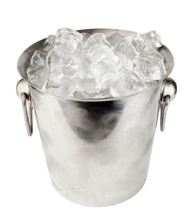 cubo de hielo en el fondo blanco