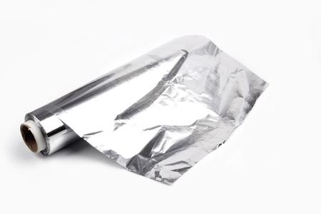 close-up van een aluminium folie op een witte achtergrond