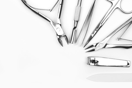 pedicura: Herramientas de la manicura conjunto sobre un fondo blanco