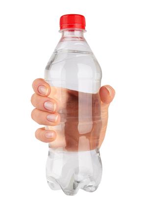 agua purificada: Mujer que sostiene una botella de agua aisladas sobre fondo blanco
