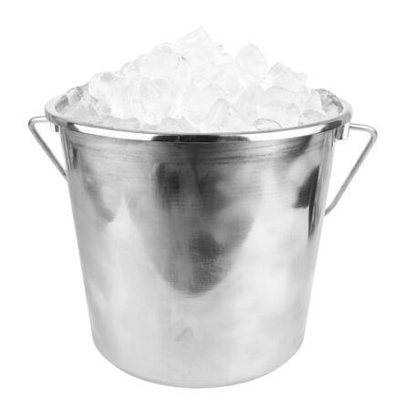 cubo de hielo aislados sobre un fondo blanco
