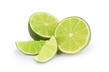 Fruta de limón aislado sobre un fondo blanco.