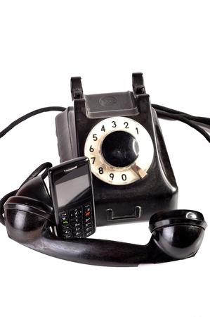 Foto de un tel�fono moderno y el tel�fono viejo en comparaci�n con ellos mismos. Foto de archivo - 10415764