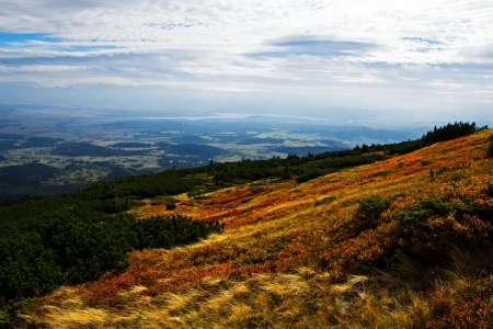 horison: Photo of beautiful view on mountains in autumn
