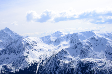 vertices: pictures of mountains in the winter scenery