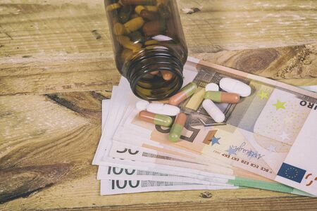 pills on euro bills
