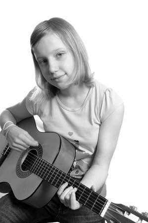 Young woman playing guitar . Portret studio
