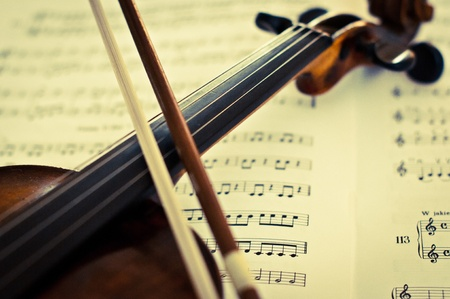 Violin on music sheet Stock Photo - 11357704
