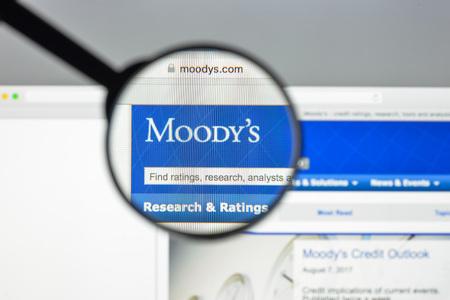 ミラノ, イタリア - 2017 年 8 月 10 日: ムーディーズのウェブサイトのホームページ。アメリカのビジネスと金融サービス会社です。ムーディーズのロ