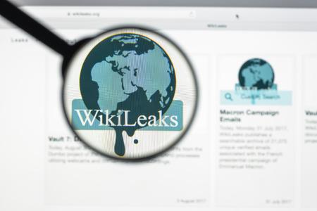 ミラノ, イタリア - 2017 年 8 月 10 日: ウィキリークスのウェブサイトのホームページ。秘密情報と匿名の情報源から提供される分類されたメディアを 報道画像