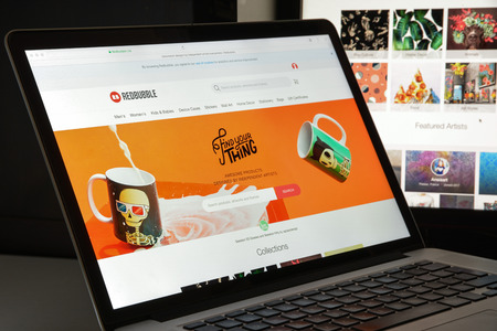 soumis: Milan, Italy - August 10, 2017: Redbubble website homepage. It is a global online marketplace for print on demand products based on user submitted artwork. Redbubble logo visible. Éditoriale